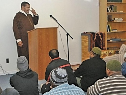 Abdul Jalil Muhammad, president of the Coalition of African-American Muslims, discusses the organization's goals during his visit to Mosjid Almu' Mineen.